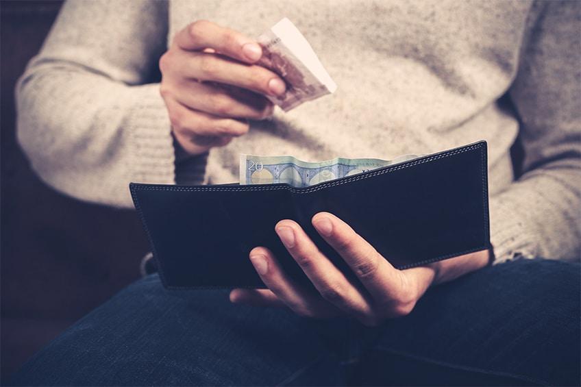 mann-geld-portemonaie